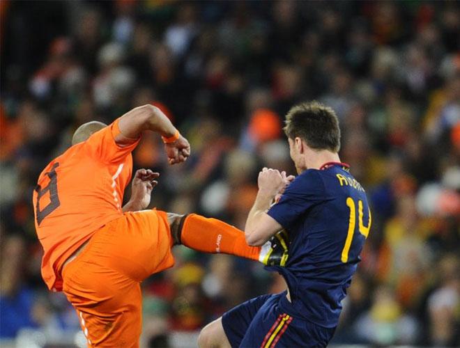 Patada de De Jong a Xabi Alonso, Holanda-España, 0-1, Mundial 2010